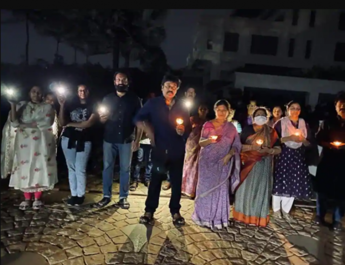 9 Baje 9 Minute, Celebrities Support PM Modi's Initiative, Chiranjeevi with his family,