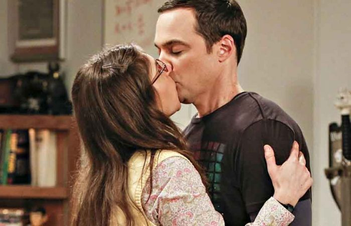#10 During Sheldon's First Kiss, Jim Parsons Had Flu.